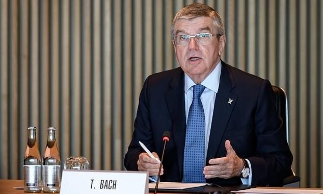 Chủ tịch IOC Thomas Bach hội đàm qua video với Thủ tướng Abe tối 24/3. Ảnh: AFP.