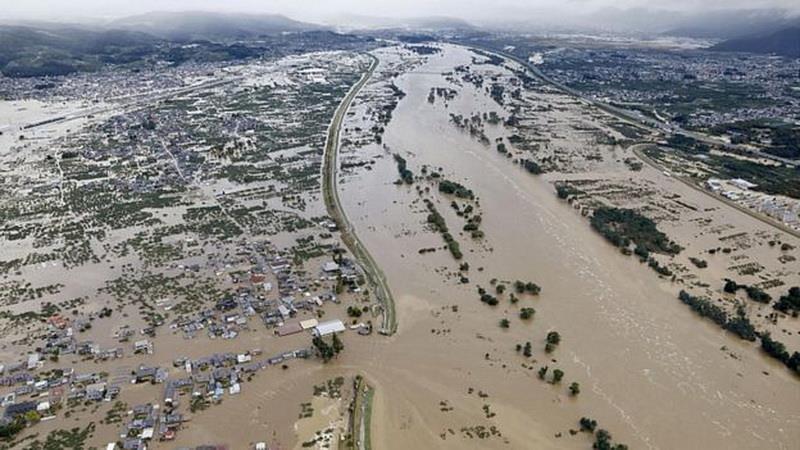 Mưa xối xả đã khiến các con sông tràn vào những khu vực rộng lớn. (Nguồn: Reuters)