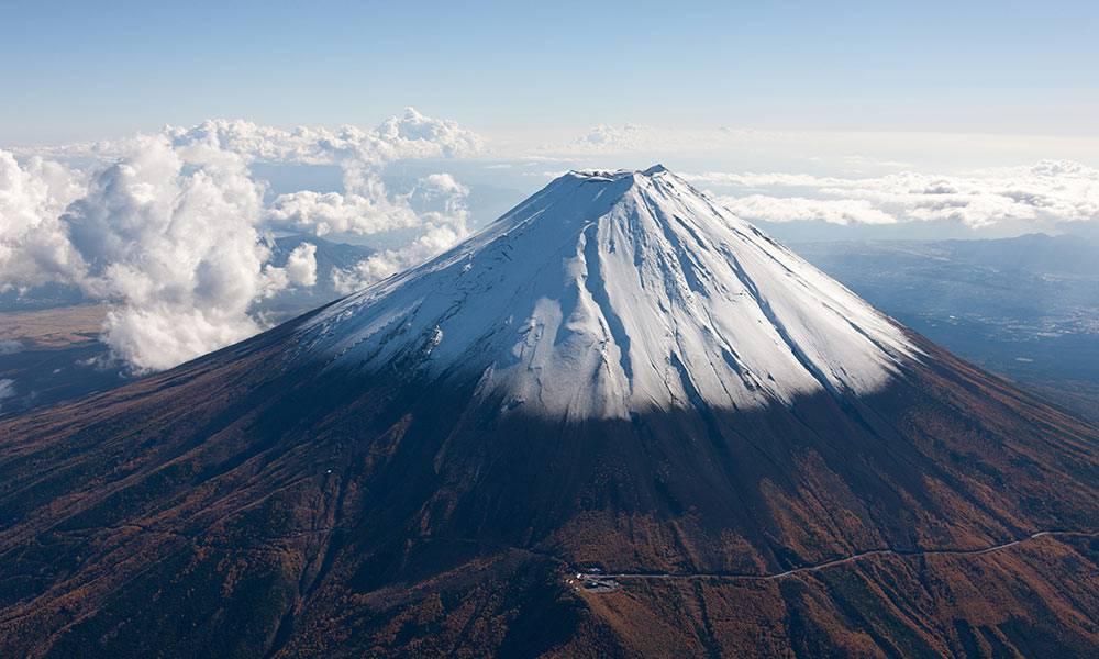 Vẻ đẹp của ngọn núi Phú Sĩ nhìn từ trên cao