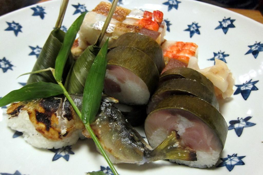 Cá suối Ayu kết hợp cùng các loại hải sản khác