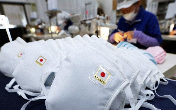 Không tăng giá, không găm hàng, Chủ tịch một hãng sản xuất khẩu trang Nhật Bản còn cúi đầu xin lỗi vì không sản xuất đủ đáp ứng nhu cầu người dân