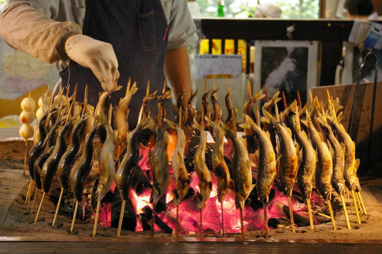 Cá suối Ayu trong nhà hàng, quán ăn