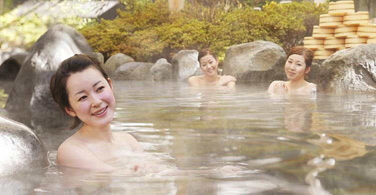 Những nhà tắm truyền thống mọc lên ở mọi ngóc ngách của đất nước Phù Tang