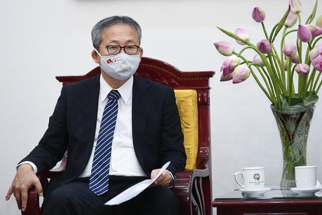 Ông Yamada Takio, Đại sứ Đặc mệnh toàn quyền Nhật Bản tại Việt Nam phát biểu tại buổi gặp mặt (Ảnh: Đỗ Linh).