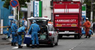 Lực lượng cứu hộ và cảnh sát tại hiện trường vụ đâm dao sáng 28/5. Ảnh:Kyodo.