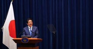 Thủ tướng Shinzo Abe đọc tuyên bố chung, sau phiên họp với IOC. Ảnh: AP.