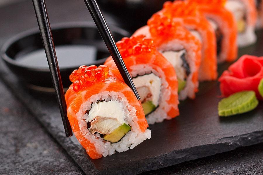 Hãy ăn hoặc làm sushi Nhật Bản