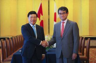 Phó thủ tướng, Bộ trưởng Ngoại giao Phạm Bình Minh và Ngoại trưởng Nhật Bản Taro Kono trong cuộc gặp tại Tokyo. Ảnh: Bộ Ngoại giao.