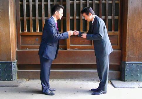 Cách trao card của người Nhật