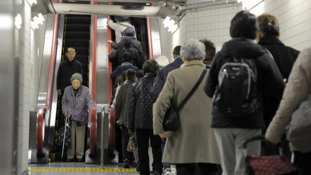 Thủ tướng Nhật Shinzo Abe và công cuộc cải cách Nhật Bản thầm lặng - Ảnh 4.