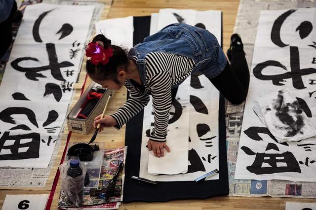 Thi thư pháp đầu năm mới - Nét văn hóa truyền thống tại Nhật Bản - Ảnh 2.